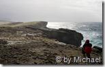 Christoph betrachtet die Steilküste