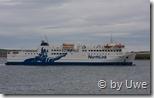 Die Fähre läuft in den Hafen von Scrabster ein